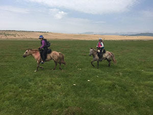 Heidi in front, with Hanna trailing.