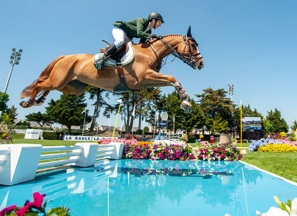 Yuri Mansur and Vitiki produced a clear first round to help Team Brazil to victory at the Longines FEI Jumping Nations Cup™ of France in La Baule, FRA.