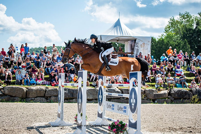 Lucy Deslauriers & Hester grands gagnants du Grand Prix Québec Original de l'International Bromont I. Lucy Deslauriers & Hester win Quebec Original Grand Prix at 2018 International Bromont I. Photo by Tom von kap-Herr