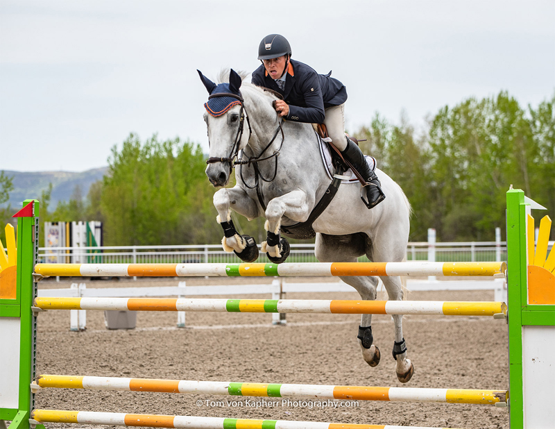 Frank Hendricks (NED) won the Grand Prix with Dio at the National Bromont.