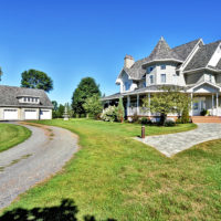 "Luxury ""Queen Anne"" home and stable"
